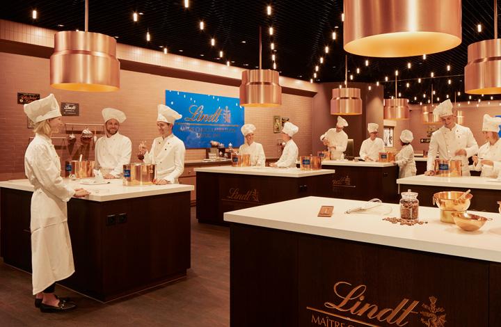 La CHOCOLATERIA, au sein de laquelle visiteuses et visiteurs peuvent créer eux-mêmes des chocolats