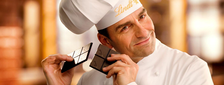 Lindt Maître bricht Schokolade