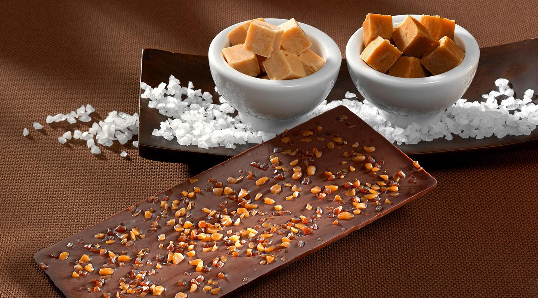 Schokoladentafel mit Caramel und Salz