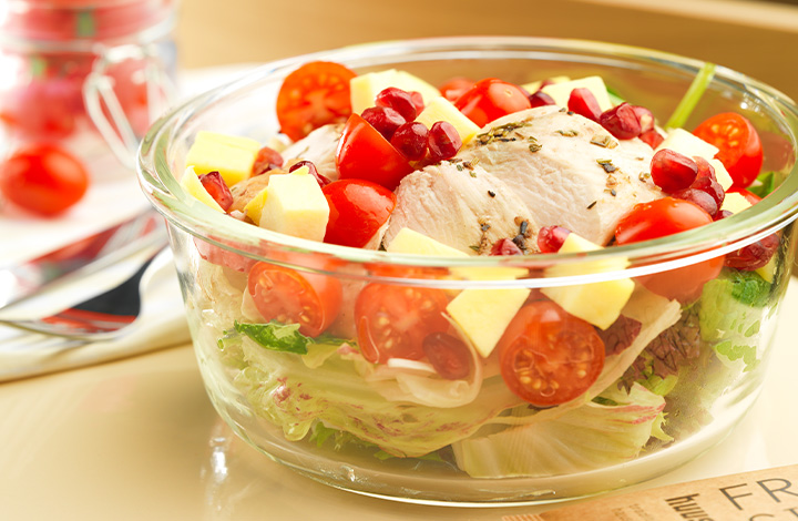 Healthy salad bows with meat or vegetarian