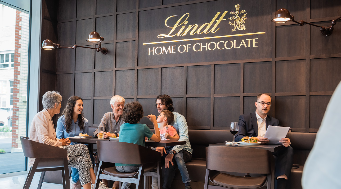 A cozy and sociable atmosphere in the Lindt Café